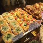 ブーランジェリー ボヌール - 料理写真:店内に美味しそうな香りが広がるフォカッチャ