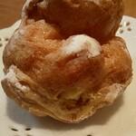 プルミエール - 料理写真:イベントで購入 粉糖がたっぷりかけられたシュークリーム