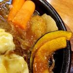 炭焼きハンバーグ 牛吉 - 付け合わせの野菜たち