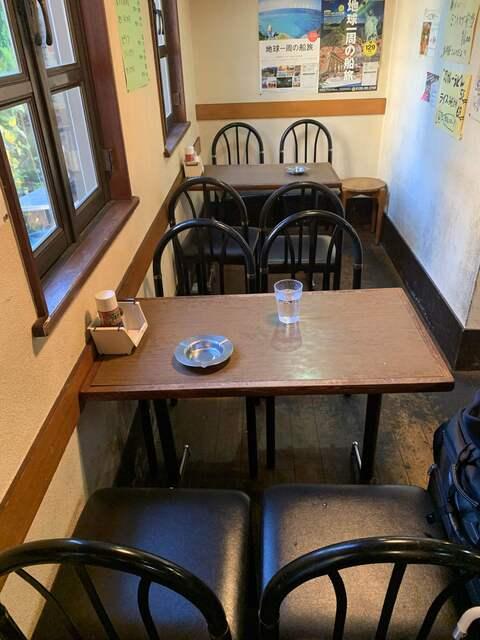 オムライス ひとみ - 『オムライス ひとみ』店舗内観「テーブル席2」