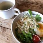 グルービー - ナポリタンのサラダとスープ