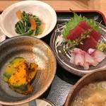 宗村食堂 - 鶏の唐揚げ定食に付く刺身等