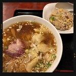 中華料理 太一 - ワンタンメンと半チャーハンセット 950円