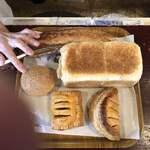 ピッパラの樹 - バタークープ・あんぱん・フランス食パン・ミートパイ・アップルパイです