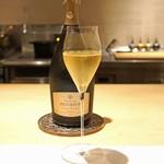 CHIUnE - Champagne Henriot 2005 Cuvee Hemera Brut