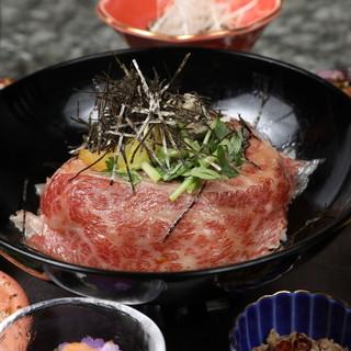 松阪牛、無農薬野菜など30品目の素材を使ったランチ