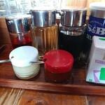 らーめん昭和屋 - 料理写真:調味料類