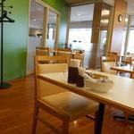 カフェ&レストラン レインボー - 店内