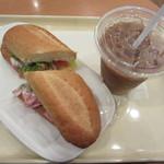 ドトールコーヒーショップ - ホワイトチェダーとジャンボンハム~シーザーサラダ仕立て、アイスカフェラテ
