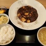 ゴールデンユニコーン - 自家製甜麵醬とブラックビーンズの麻婆豆腐全景