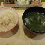 一福 - 筍の炊き込みご飯と味噌汁