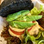 ヴィーガニック トゥー ゴー - アボカド豆腐バーガー アップ