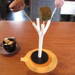 レクスキ フレンチetワイン - お茶菓子~抹茶ケーキ・イチゴのチョコレート・チョコレートケーキ