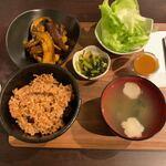 あぐり・キッチン - ナスのピリ辛炒め定食880円