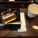 パティスリー パブロフ - モンブランとホットコーヒー