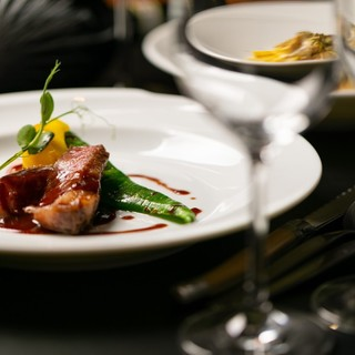経験豊富なシェフが作る美食と選び抜かれたワインが魅力◆