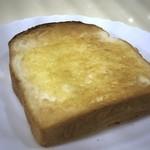 ルノアール - トーストは8枚切り程度の厚み。