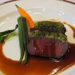 メルパルク - プティ牛フィレ肉のポワレ赤ワインソース(洋食)