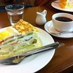 HARBS 大名古屋ビル店 - ハーブス大名古屋ビル店のミルクレープとコーヒー(ミディアム)
