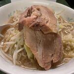 ラーメン二郎 - ラーメン・麺半分+ニンニク(750円)