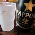 江川亭 - ビール頼んだら黒ラベルでグラスはキンキン