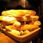 ベジョータ ムチョ - 毎朝手作りパン。アヒージョにぴったり。