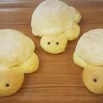 プチ ソレイユ - かめの形のメロンパン