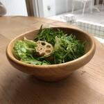 嵯峨野湯 - 水菜たっぷりのサラダ