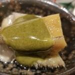 120887994 - ⑩蒸し黒鮑の肝ソース掛け                       産卵期は秋~冬(禁漁)、旬は初夏~夏。                       軟らかくて旨みもしっかり、肝ソースの磯の香りもなかなか良いですね。
