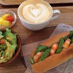 カフェ・ポート・ブルックリン - 料理写真:海老アボカドサンド