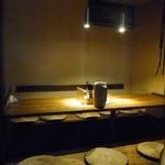 麺部しば盛 - 奥のテーブル
