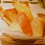 イタリア料理 アルファロ - パン