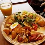 Kaka'ako Dining & Cafe  - ランチビュッフェ:サラダ・グリルチキン・アヒポキなど