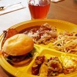 Kaka'ako Dining & Cafe  - ランチビュッフェ:ミニハンバーガー・カレーなど