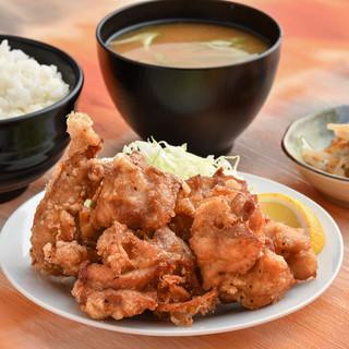 ランチのザンギ食べ放題定食はなんと500円!