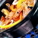 バスクバル・チャコリ - なんといっても、〆はバスクの土鍋ごはん、『アロス・アバンダ』