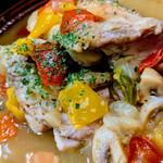 バスクバル・チャコリ - パプリカの彩りも楽しい丹波鶏の煮込み♬