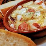 バスクバル・チャコリ - 定番アヒージョ『たことジャガイモ』