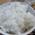 和風カフェ しゅしゅ - 新潟産コシヒカリ 普通盛りだけどけっこうなボリューム