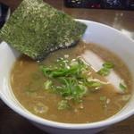 澤 - スープは豚骨!