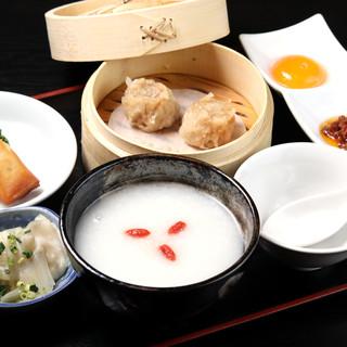 和食を盛り込んだ会席弁当や特別な日に最適な料理もご用意可能!