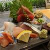 さがみや - 料理写真:お刺身盛合せ1人前(赤貝、甘海老、〆鯖、クジラ、平目、カワハギ肝付、マグロ中トロ、マグロ赤身、子持ち数の子)