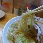 麺屋 工藤 - 緩く縮れた、典型的にご当地の手打ち中華麺