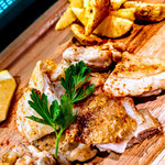 バスクバル・チャコリ - 鶏モモ肉の鉄板焼きは定番です♪