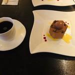 120947759 - カレーム&ホットコーヒー
