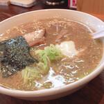 圓家 - 料理写真:豚骨醤油ラーメン