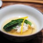 肉割烹 上 - 松葉蟹真丈 テールスープ