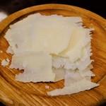 ニカイノワインサカバ - お通し(チーズ)