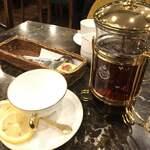 珈琲貴族エジンバラ - 紅茶は、ポット提供