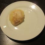 エス小林 - 自家製パン、なにも付けないスタイル